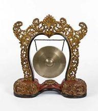 220px-collectie_tropenmuseum_gong_hangend_in_een_standaard_onderdeel_van_gamelan_semar_pagulingan_tmnr_1340-13